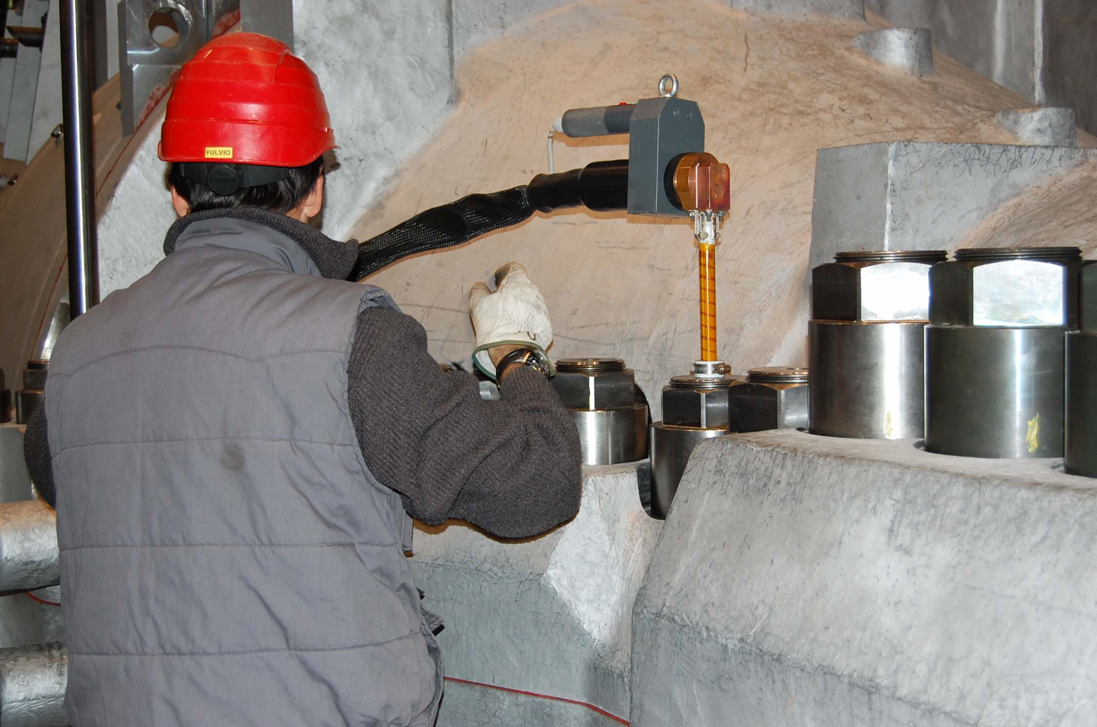 Induction bolt heating system   Bolting